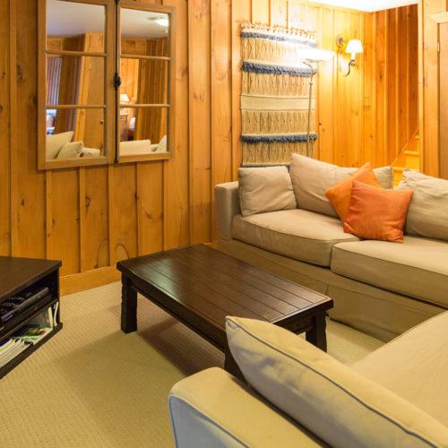scandinavian_log_cabin_chalets_rentals_cote_nord_tremblant_living_room_02