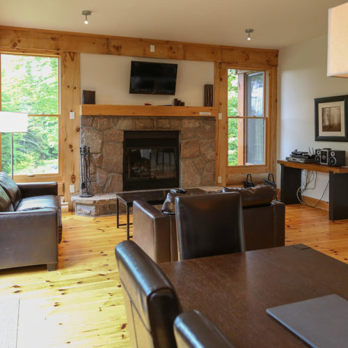 Semi-Detached - Chalets rentals - Côté Nord Tremblant - Living room 04